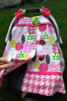 I Am Momma - Hear Me Roar: Baby Carrier Cover and a Pattern Giveaway - Beauty Black Pins Baby Sewing Projects, Sewing For Kids, Diy Projects, Siege Bebe, Baby Carrier Cover, Diy Bebe, Tapas, Baby Crafts, Baby Patterns