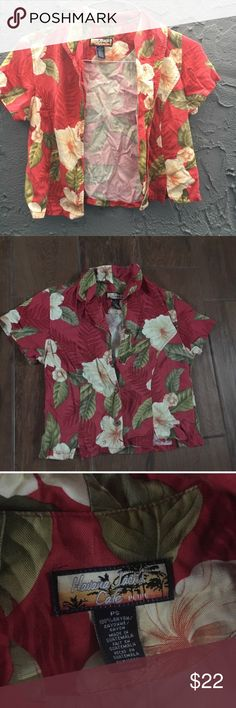 Hawaiian cropped shirt Hawaiian style shirt. Cropped. Petite size small. Super cute. Buttons up the front. Thrifted, vintage. Vintage Tops Button Down Shirts