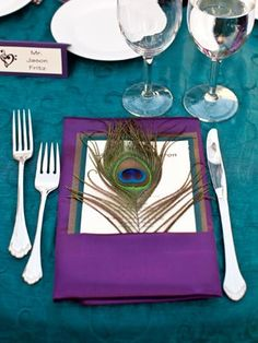 Peacock table setting i-m-getting-married