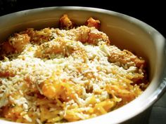 Yiouvetsi is the name of a fired terracotta casserole pot in which dishes with meat, poultry, or seafood are traditionally cooked with pastas, however any Greek Recipes, Fish Recipes, New Recipes, Pasta Casserole, Casserole Dishes, Beef Pasta, Cook Up A Storm, Stuffed Hot Peppers, Fabulous Foods