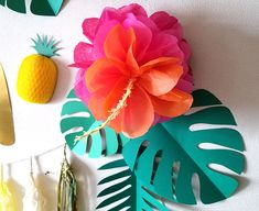 How to make hibiscus style ponpon flower Hawaiian Birthday, Luau Birthday, First Birthday Parties, Happy Birthday, Luau Party Crafts, Hawaiian Crafts, Aloha Party, Diy And Crafts, Paper Crafts