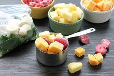 Freezer Smoothie Packs (+ Video) - Dessert Now, Dinner Later! Freezer Smoothies, Healthy Green Smoothies, Fruit Smoothie Recipes, Smoothie Prep, Apple Smoothies, Smoothie Ingredients, Fruit Snacks, Detox Smoothies, Juice Recipes