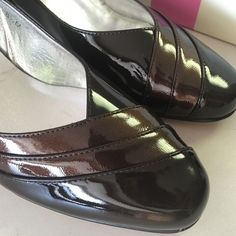 Ros Hommerson Brand New Heels Browns Shoes 8 1/2 Gorgeous never worn brand new in box Ros Hommerson heels.  Two toned and shiny leather, they are perfect.  Just too small for my feet :(. Size 8.5 bought new at Von Maur. Ros Hommerson Shoes Heels