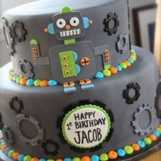 Planning a robot birthday party or robot baby shower? Here are lots of fun robot cake ideas for your big event. Sweet Cakes, Cute Cakes, Robot Cake, Robot Cupcakes, Gateaux Cake, Novelty Cakes, Cakes For Boys, Fancy Cakes, Creative Cakes