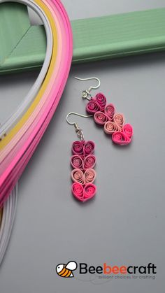 2 tutorials on how to make easy with Quilling Birthday Cards, Paper Quilling Cards, Paper Quilling Tutorial, Paper Quilling Flowers, Paper Quilling Patterns, Paper Quilling Jewelry, Quilled Roses, Neli Quilling, Diy Quilling Crafts
