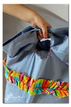 make a TRAVEL pillowcase - one with a handle - so smart!  the kids can easily carry it themselves - - link to tutorial - - Sugar Bee Crafts: Travel Pillows
