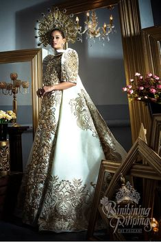 Philippine Wedding Dress Designer New Anelien On Russian Cinders In 2019 Designer Wedding Dresses, Bridal Dresses, Wedding Gowns, Modern Filipiniana Gown, Filipiniana Wedding, Philippines Dress, Dress Dior, Miss Universe National Costume, Filipino Fashion