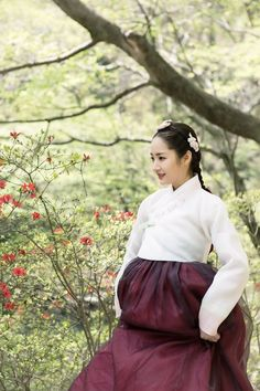 Queen for Seven Days (Hangul: 왕비; 7 Day Queen) is a South Korean television series starring Park Min-young as the titular Queen Dangyeong of Joseon, with Yeon Woo-jin and Lee Dong-gun. It airs on 신채경 역 박민영 Korean Traditional Dress, Traditional Fashion, Traditional Outfits, Korean Hanbok, Korean Dress, Queen For Seven Days, Park Min Young, Korean Drama Movies, Asian Celebrities