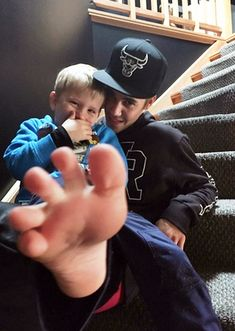awww, Jaxon with his cute little foot, and with JUSTIN!!