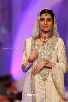 Pakistani fashion - love the work on this outfit!