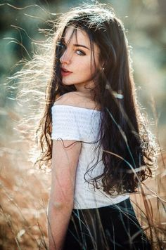 Read from the story Fotos Para Portadas by (Y. Portrait Photography Poses, Fashion Photography Poses, Photography Women, Girl Photo Poses, Girl Poses, Beautiful Girl Image, Girls Image, Aesthetic Girl, Avrey Ovard