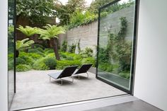 """Tom Stuart-Smith garden designer of the London garden he created for a couple with a new baby who had asked for a low-maintenance backyard. """"Jurassic Park"""" with 6 plants. Patio Interior, Interior And Exterior, Interior Design, Interior Modern, Bathroom Interior, Home Design, Interior Ideas, Interior Architecture, Small Gardens"""