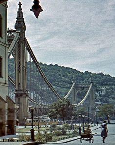 1942. Erzsébet híd Old Pictures, Pretty Pictures, Old Photos, Vintage Photos, Vintage Architecture, Historical Architecture, Heart Of Europe, Pedestrian Bridge, Far Away