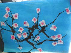 Amandelbloesem, Vincent van Gogh Met een pipet druppels inkt op papier, met een rietje uitblazen. Van vloeipapier vierkantjes knippen, om de achterkant van en potlood vouwen, plaksel erop en opplakken aan de tak, daarna in het hart een propje vloeipapier plakken