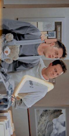 Friends Best Moments, Joey Friends, Friends Scenes, Friends Episodes, Friends Cast, Friends Tv Show, Cute Friends, Chandler Bing, Friends Poster