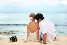 cute wedding photo idea. Not with the beach of course.