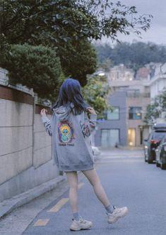 Iu Fashion, Korean Fashion, Fashion Outfits, Mode Ulzzang, Ulzzang Girl, Iu Chat Shire, Kpop Girl Groups, Kpop Girls, Cute Girls
