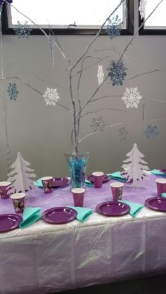 Frozen Party table decoration, use lighted branches.