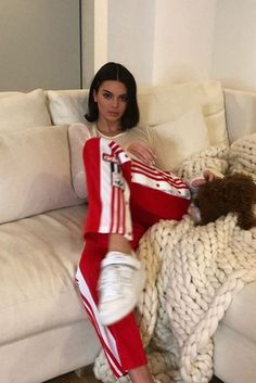 Kendall Jenner wearing the Adidas Originals Adibreak snap track pants. Get your pants on Spott. Kendall Jenner Adidas, Kendall Jenner Estilo, Kendall Jenner Instagram, Kendall Jenner Outfits, Kendall And Kylie, Red Adidas Pants, Adidas Outfit, Pants Outfit, Adidas Joggers