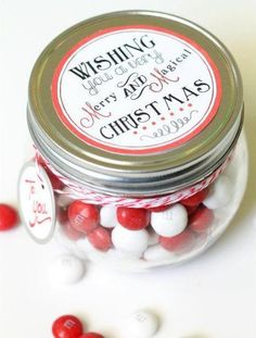 Merry and Magical Christmas Jar & Free Tag! Use Avery full-sheet or round labels and metal rim tags to make it even easier.