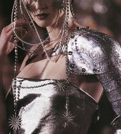 Christian Dior Haute Couture Spring/Summer 1998 by John Galliano. Runway fashion shows are so good! I love the silver armor and the chains and sun jewelry. John Galliano, Galliano Dior, Christian Dior, Runway Fashion, High Fashion, Dark Fashion, Fashion Art, Dior Haute Couture, Couture Fashion