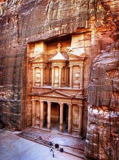 Hoy visitamos a la ciudad de Petra, en Jordania