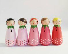 set of 5 sweet ombre strawberry peg dolls with felt sleeping bag // wooden peg dolls - wooden toys