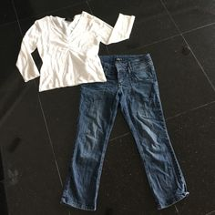 """Bundle lightweight sweater top with Capri jeans Cute outfit including lightweight sweater top """"Steps"""" brand size XL (runs on the smaller side) with """"L.e.i."""" Brand capri length jean size junior 7. lei Jeans Ankle & Cropped"""