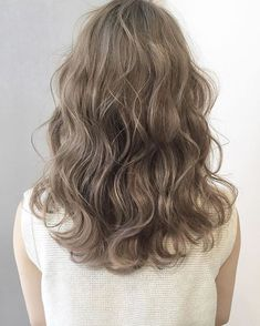 63 stunning examples of brown ombre hair - Hairstyles Trends Brown Ombre Hair, Brown Blonde Hair, Korean Wavy Hair, Korean Perm, Wavy Hair Perm, Medium Hair Styles, Curly Hair Styles, Permed Hairstyles, Hair Highlights