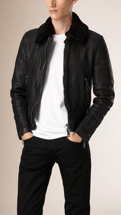 21ad4528eca578 Découvrez notre sélection de blousons et vestes pour homme   vestes  utilitaires, bombers, perfectos et doudounes, proposés dans un éventail de  matières.