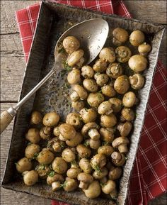 Oven-Roasted Mushrooms with Butter, Garlic amp; P - Oven-Roasted Mushrooms with Butter, Garlic Parsley Side Dish Recipes, Vegetable Recipes, Vegetarian Recipes, Cooking Recipes, Healthy Recipes, Healthy Food, Cooking Tips, Oven Roasted Mushrooms, Stuffed Mushrooms