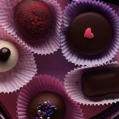 Check out this delicious dessert to treat your loved ones this valentine s day! truffles chocolate dessesrts funfetti delicious ice tray desserts ideas for kids Valentines Day Food, Yummy Treats, Sweet Treats, Yummy Food, Köstliche Desserts, Dessert Recipes, Cake Cookies, Cupcakes, Truffle Recipe