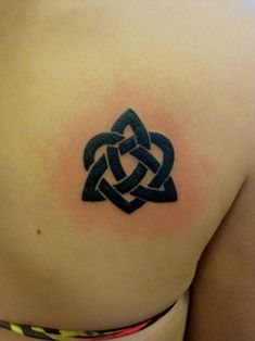 celtic love knot- I want this as a tattoo, but I want to use the girls' names in a pretty a script instead of just lines. Celtic Tattoo For Women, Celtic Knot Tattoo, Celtic Love Knot, Celtic Tattoos, Tattoos For Women Small, Celtic Heart, Celtic Knots, Neue Tattoos, Bad Tattoos