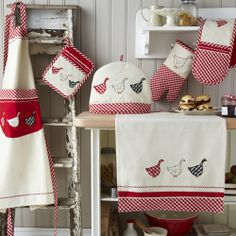 Gingham Geese Tea Towel or Oven Glove or Tea Cosy or Apron. Each of the below designs are from the lovely Gingham Geese design from Ulster Weavers. Kitchen Hand Towels, Dish Towels, Tea Towels, Oven Glove, Tea Cozy, Kitchen Accessories, Kitchen Decor, Sewing Projects, Applique