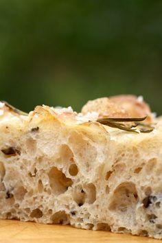 Focaccia med oliven og surdej. En opskrift fra Bagvrk.dk. Low Carb Recipes, Baking Recipes, Healthy Recipes, Tapas, Food And Drink, Snacks, Sweets, Bread, Cooking