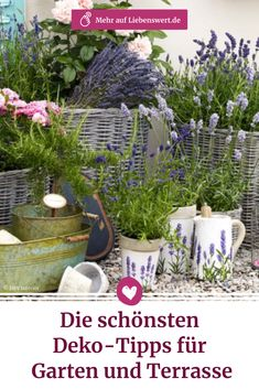 Der eigene Garten oder die Terrasse lassen sich zu jeder Jahreszeit schön dekorieren. Wir stellen dir einige kreative Garten-Ideen vor. #garten #deko #terrasse #liebenswert Plants, Patio, Creative Garden Ideas, Farmhouse Garden, Flower Arrangement, Decorating, Plant, Planets