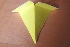 Paper Plate Bird Mask - make the bird's beak Bird Crafts, Plate Crafts, Animal Crafts, Angry Birds Costumes, Beak Mask, Paper Plate Masks, Origami, September Crafts, Book Day Costumes