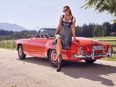 It's Oktoberfest in Germany! Mercedes Girl, Mercedes Benz, Retro Wedding Dresses, Ladies Gents, Classic Mercedes, Benz Car, N Girls, Bikini Fashion, Retro Fashion