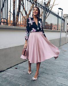 Stylish via ❤️ Basic Outfits, Skirt Outfits, Classy Outfits, Stylish Outfits, Beautiful Outfits, Beautiful Moments, Modest Fashion, Fashion Outfits, Womens Fashion