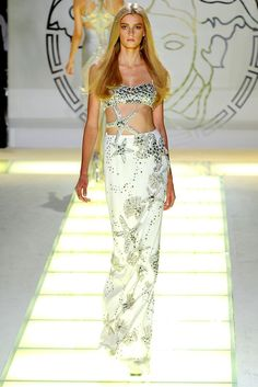 Versace Spring 2012 Ready-to-Wear Collection Photos - Vogue
