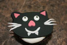 Halloween Cupcakes ~ Black Vampire Cat Fondant with candy eyes