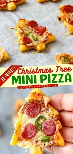 Try this Christmas in July recipe that makes the cutest and most delicious Christmas tree mini pizza in just 30 minutes! Get the kids to make their own pizzas with their favorite toppings. A great… Christmas In July, Christmas Minis, Christmas Tree, Holiday Party Appetizers, Holiday Parties, Recipe For A Perfect Christmas, Pizza Tree, Good Food, Yummy Food