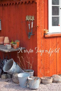 I mitt paradis: Planteringshörnan Backyard Buildings, Small Buildings, Potting Sheds, Own Home, Garden Inspiration, Traditional, Cottage, Outdoors, Summer