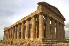 """Das """"Tal der Tempel"""" bei Agrigento. Mehr dazu könnt ihr hier nachlesen: http://sizilienverstehen.wordpress.com/agrigento-hotspot-des-antiken-griechenland/ #Sizilien #Agrigento #Antike"""