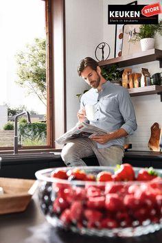 De zwarte keuken is anno 2021 heel populair. Begrijpelijk want zwart is chique, stoer, maar ook modern en industrieel! Kies voor een volledig zwarte keuken, inclusief keukenblad, of maak een mooie combi met bv. hout. Keuze te over! #zwartekeuken #industrielekeuken #modernekeuken #2021 #exlusievekeuken #keuken #keukeninspiratie #luxekeuken #populairekeuken #interieurinspiratie #wooninspiratie #stijlvollekeuken #stoerekeuken #keukenstore Style, Lush, Swag, Outfits