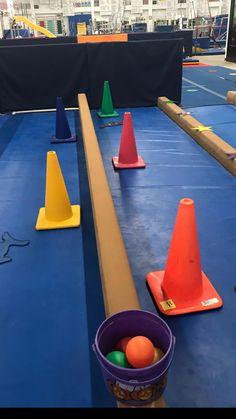 Matching balls to cones gymnastics games, gymnastics lessons, preschool gymnastics, gymnastics videos, Motor Skills Activities, Gross Motor Skills, Activity Games, Therapy Activities, Toddler Activities, Gymnastics Lessons, Preschool Gymnastics, Gymnastics Games, Gymnastics Videos