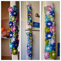 fridge handle cover Crochet Projects, Sewing Projects, Projects To Try, Fridge Handle Covers, Crochet Towel Holders, Crochet Curtains, Crochet Home, Casket, Creative Art