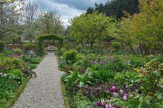 Mutter-Tochter-Garten Potager Garden, Garden Inspiration, Sidewalk, Gardens, Plants, Garden Path, Daughter, Pretty Pictures, Vegetable Gardening