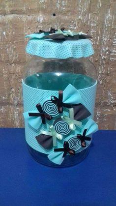 Como Reciclar Vidros de Azeitonas: 30 Ideias - Artesanato Passo a Passo! Plastic Bottle Crafts, Diy Bottle, Bottle Art, Foam Crafts, Diy And Crafts, Arts And Crafts, Diy For Kids, Crafts For Kids, Decoupage Jars