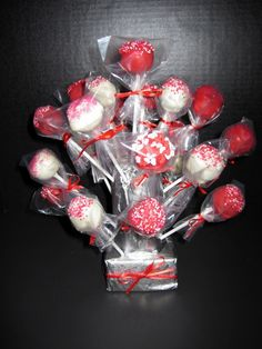 Valentines Cakepops  I posted on facebook some pictures of the cakepops I made and had a few friends send me messages and texts asking how t...
